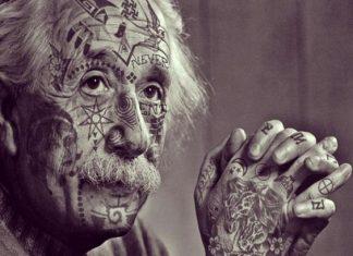 Tetovált Einstein