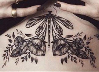 Mell alatti tetoválás